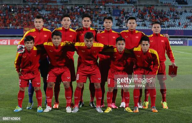 Vietnam players pose for a team photo prior to the FIFA U20 World Cup Korea Republic 2017 group E match between Vietnam and New Zealand at Cheonan...