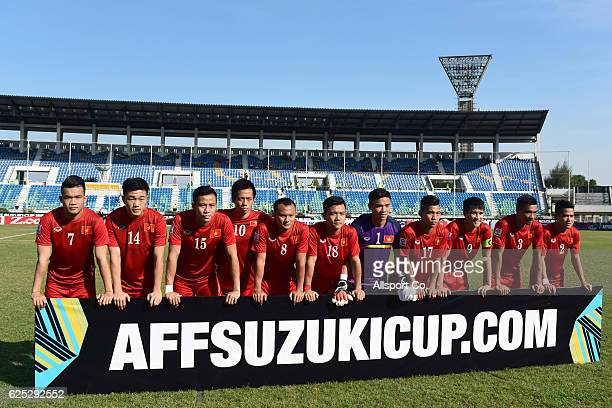 Vietnam team poses prior to kick off during the final round Group B AFF Suzuki Cup match between Malaysia and Vietnam at the Thuwanna Stadium on...