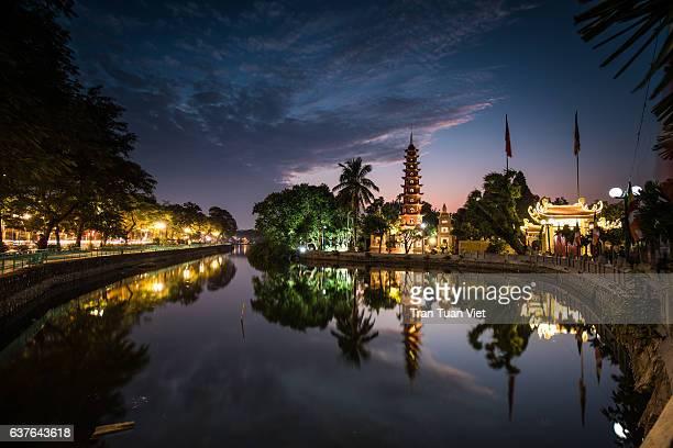 vietnam - tran quoc pagoda landscape photo - ハノイ ストックフォトと画像