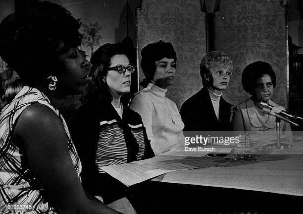 MAY 8 1971 MAY 19 1971 Vietnam * US Troops * Prisoners of War Relatives of Missing Imprisoned Servicemen hold Press Conference From left Mrs Harold...