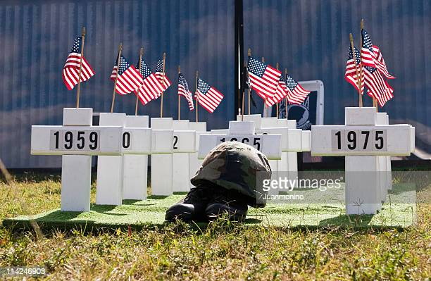 vietnam war memorial - fallen soldier stock pictures, royalty-free photos & images