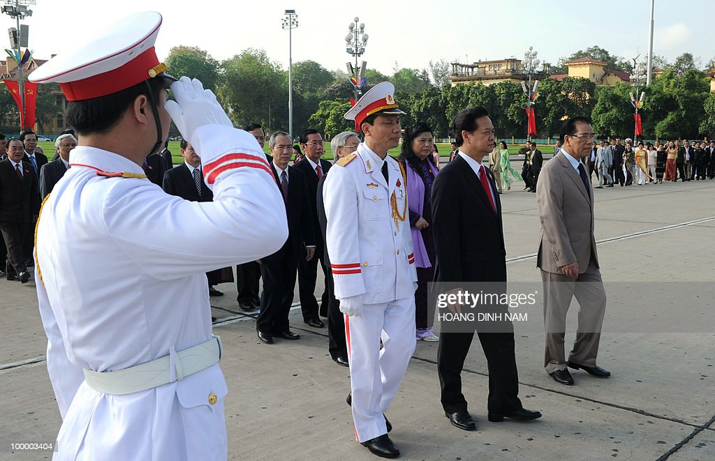 Vietnamese communist party Secretary General Nong Duc Manh (R) and Prime Minister Nguyen Tan Dung (2R) lead delegates as they march torward to the mausoleum of late founder president Ho Chi Minh prior to the opening of the National Assembly's summer session in Hanoi on May 20, 2010. Vietnam's communist-dominated legislature is to consider adopting a 'more humanitarian' method of executing criminals, at its month-long session, according to an official document. AFP PHOTO/HOANG DINH Nam