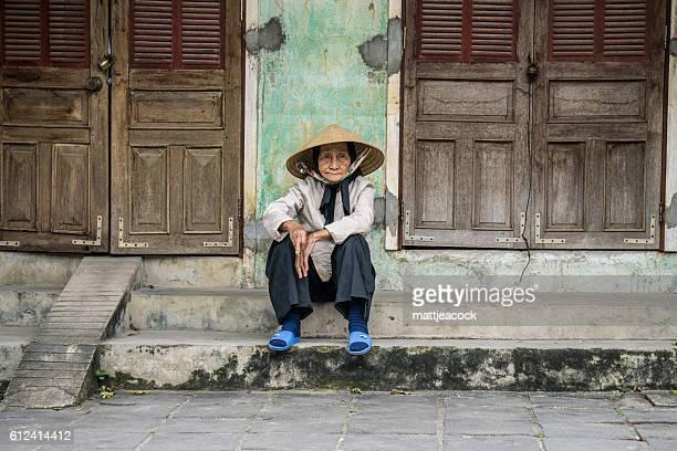 vietnamese female portrait - vietnamese cultuur stockfoto's en -beelden