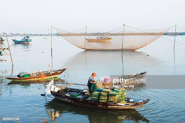 vietnamese fishermen in a morning - fischerdorf stock-fotos und bilder