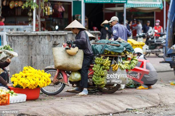 Vietnamese lady sale local food on the pavement