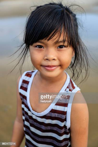 Fillette vietnamienne sur la plage, Vietnam