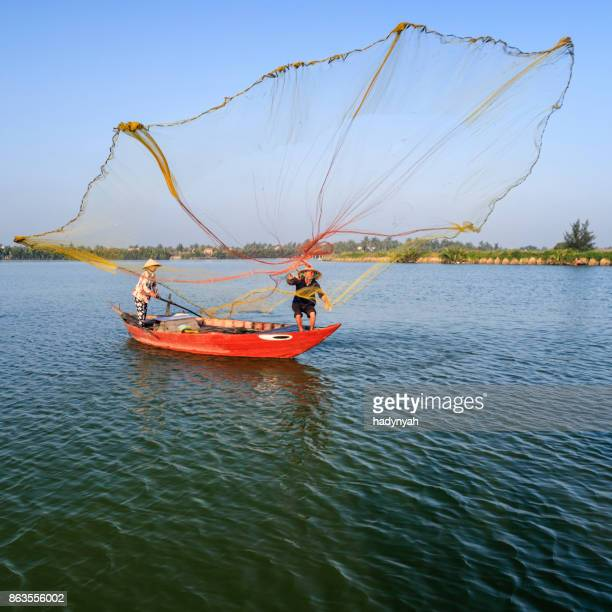 vietnamese man catching fishes in thu bon river near hoi an, central vietnam - hoi an stock pictures, royalty-free photos & images