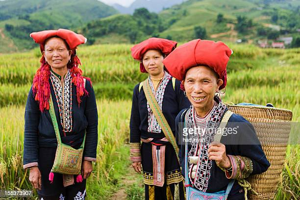 Cuisine vietnamienne minorité personnes-femmes de la colline Tribu Dao rouge