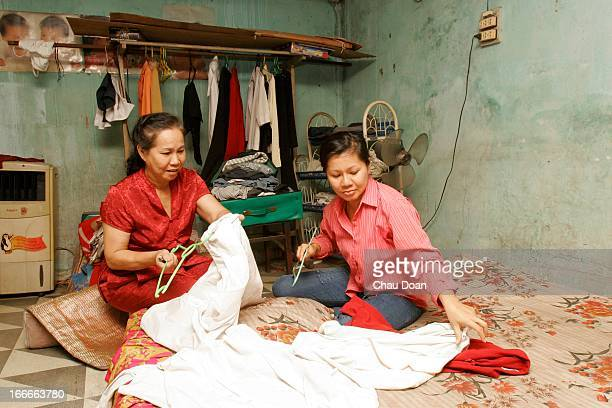 Vietnamese Nguyen Thi Phuong right at the house of her mother Mai Thi Lieu 58 Phuong married a Taiwanese man but was abandoned by her husband because...