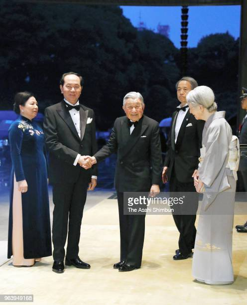 Vietnamese President Tran Dai Quang and his wife Nguyen Thi Hien are welcomed by Emepror Akihito and Empress Michiko prior to the State Dinner at the...