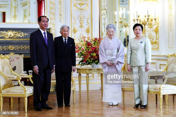 Vietnamese President Tran Dai Quang and his wife Nguyen Thi Hien pose for photographs with Emperor Akihito and Empress Michiko during their meeting...