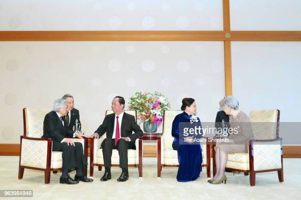 Vietnamese President Tran Dai Quang and his wife Nguyen Thi Hien talk with Emperor Akihito and Empress Michiko during their meeting at the Imperial...
