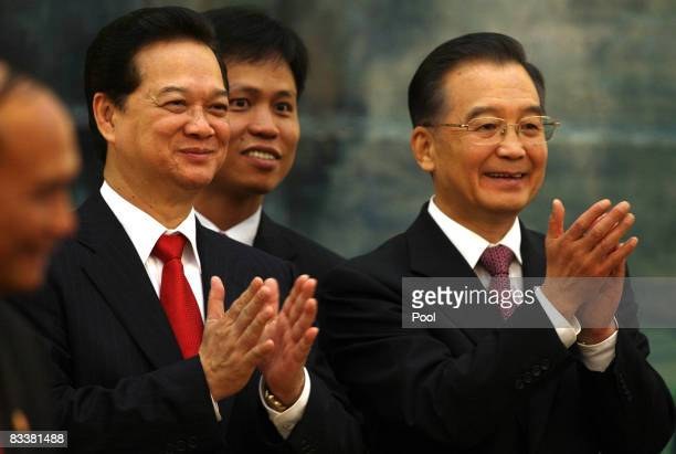 Vietnamese Prime Minister Nguyen Tan Dung and Chinese President Hu Jintao applaud during a signing ceremony at the Great Hall of the People on...