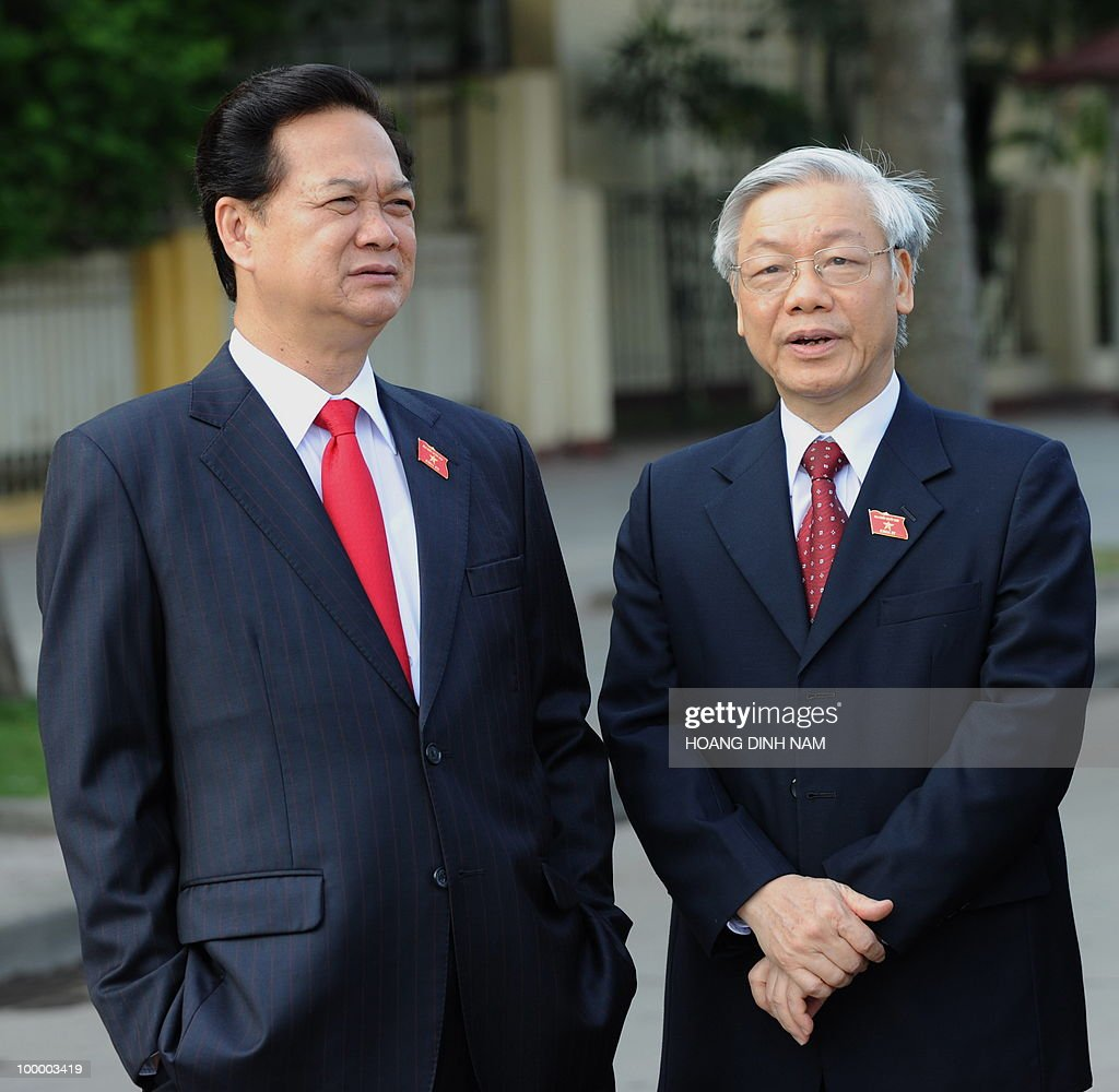 Vietnamese Prime Minister Nguyen Tan Dung (L) and National Assembly Chairman Nguyen Phu Trong stand talking prior to the opening of the National Assembly's summer session in Hanoi on May 20, 2010. Vietnam's communist-dominated legislature is to consider adopting a 'more humanitarian' method of executing criminals, at its month-long session, according to an official document. AFP PHOTO/HOANG DINH Nam