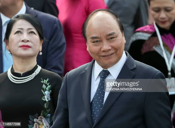 Vietnamese Prime Minister Nguyen Xuan Phuc takes part in a wreathlaying ceremony at the Tomb of the Unknown Soldier by the Kremlin wall in Moscow on...