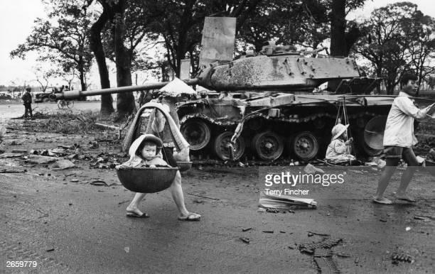 Vietnamese refugees returning to Hue