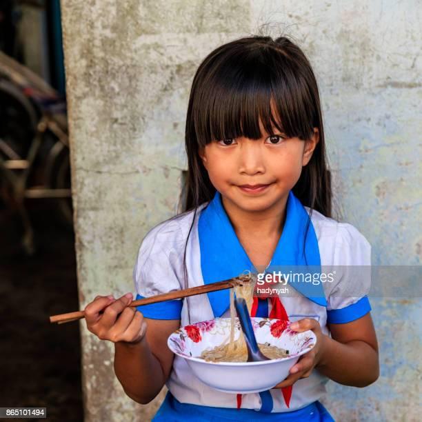 ベトナム女子高生、フォーを食べる bo の南ベトナム
