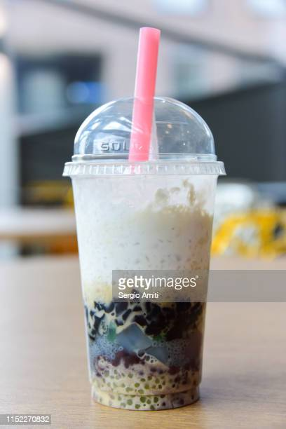 vietnamese three colour bean dessert drink - sergio amiti stock pictures, royalty-free photos & images