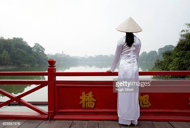 vietnamese woman at ho-kiem lake. hanoi. vietnam. - hugh sitton stock pictures, royalty-free photos & images