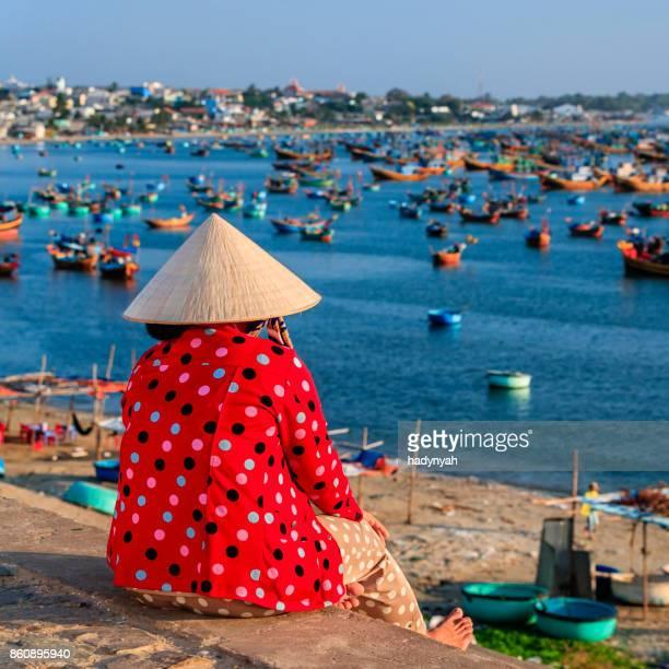 Vietnamesin Blick auf Fischerbooten, Vietnam