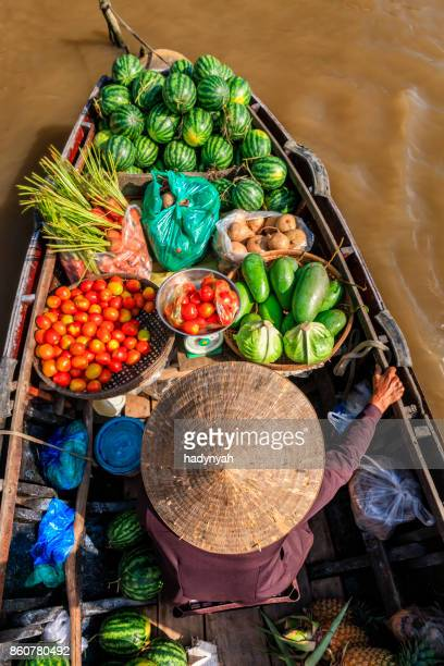 vietnamese woman selling fruits on floating market, mekong river delta, vietnam - vietnam imagens e fotografias de stock