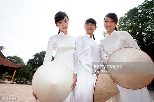 vietnamese women at temple of literature. hanoi. vietnam. - hugh sitton stock pictures, royalty-free photos & images