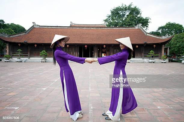 vietnamese women at temple of literature. hanoi. vietnam. - hugh sitton stock pictures, royalty-free photos & images