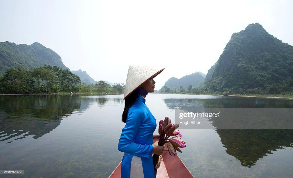 Vietnamese women at the Perfume Pagoda. Hanoi. Vietnam : Stock Photo