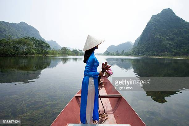 vietnamese women at the perfume pagoda. hanoi. vietnam - hugh sitton stockfoto's en -beelden