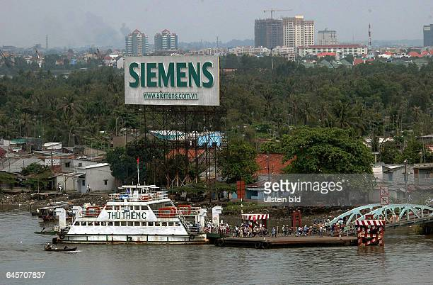 SR Vietnam/Ho Chi MinhStadt Blick vom MajesticHotel auf den SaigonFlussFoto von 2006 Grosse SiemensWerbung