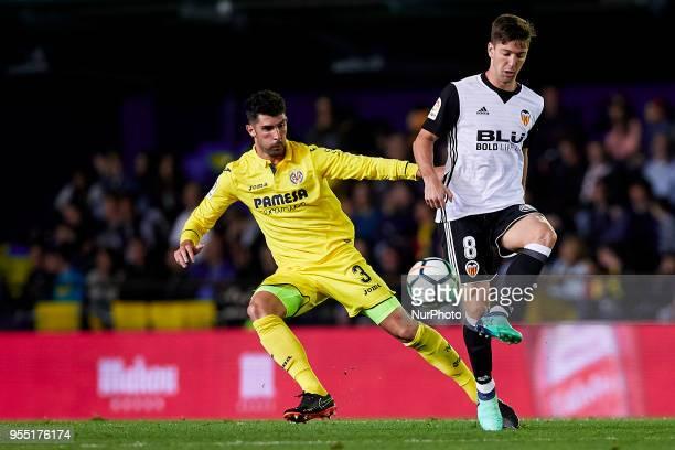 Vietto of Valencia CF competes for the ball with Alvaro of Villarreal CF during the La Liga game between Villarreal CF and Valencia CF at Estadio de...