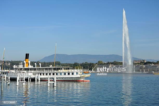 Blick auf den Genfer See in den Alpen, Schweiz, Waadt