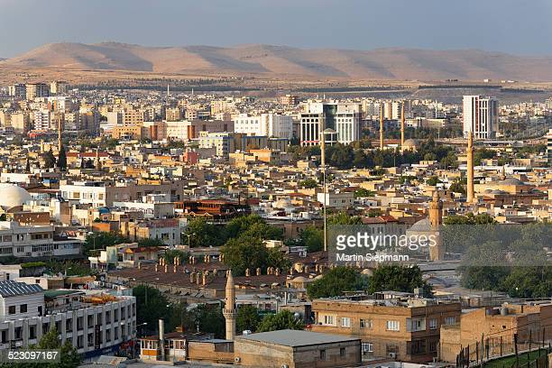 view across the historic centre of sanliurfa, urfa, sanliurfa, southeastern anatolia, anatolia, turkey - şanlıurfa stock pictures, royalty-free photos & images