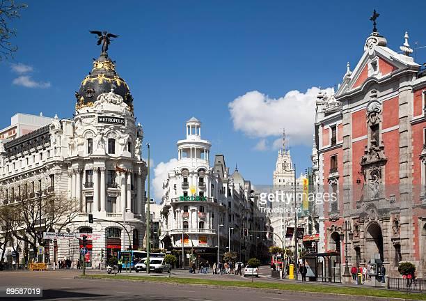view along the grand via  - gran via madrid fotografías e imágenes de stock