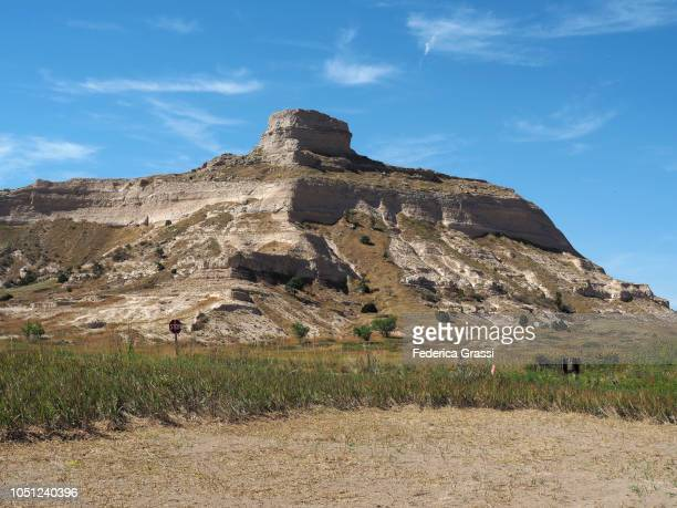 view along the saddle rock trail at scotts bluff national monument - the oregon trail stock photos and pictures
