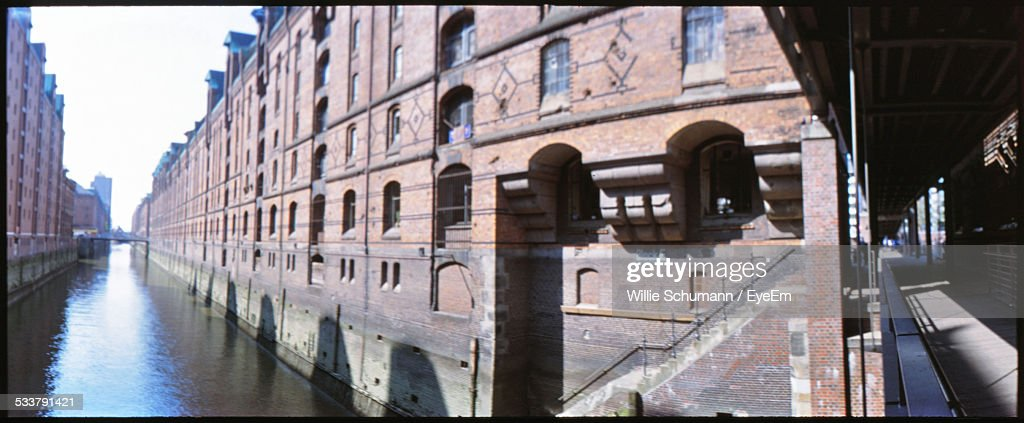 View Along Urban Canal : Foto stock