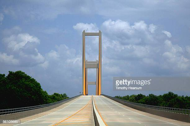 view approaching a cable-stayed type bridge - timothy hearsum stock pictures, royalty-free photos & images
