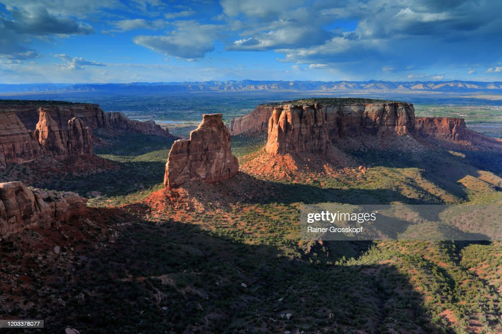 View at an impressing rocky and mountaineous landscape at sunset : Stock-Foto