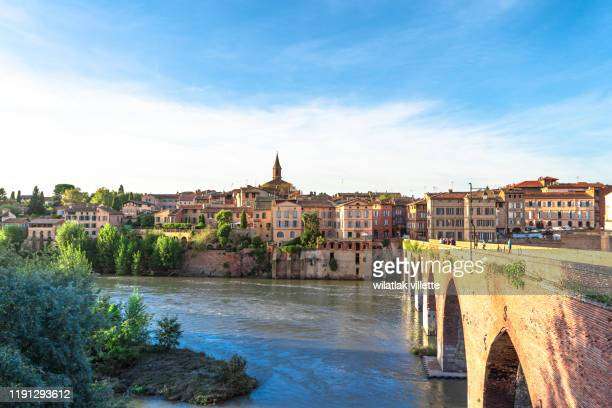 view at cathedral of saint cecilia of albi, france. early in the day and evening - toulouse photos et images de collection