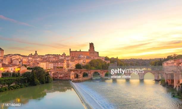 view at cathedral of saint cecilia of albi, france. early in the evening - toulouse - fotografias e filmes do acervo