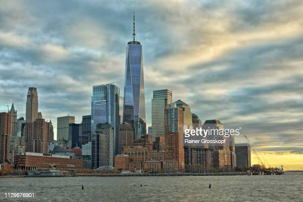 view at downtown manhattan with one world trade center at dusk - rainer grosskopf stock pictures, royalty-free photos & images