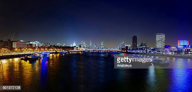 view at night across waterloo bridge - anatoleya stock pictures, royalty-free photos & images