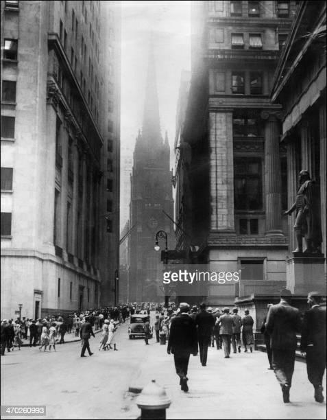 View dated 1929, of Wall Sreet in New-york during financial crisis, in the 24th October morning. This photo dated 1929, and released 28 October 2004,...