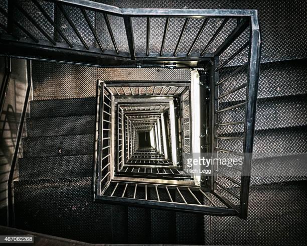 の階段を下る