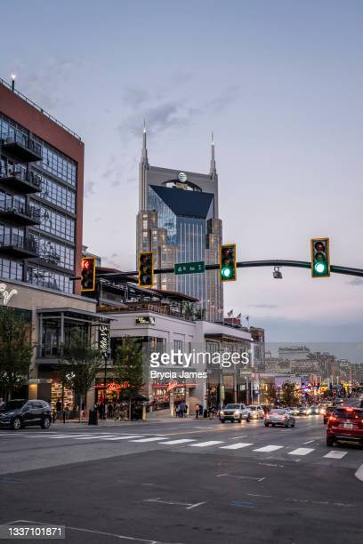 view down broadway in nashville - brycia james stock pictures, royalty-free photos & images