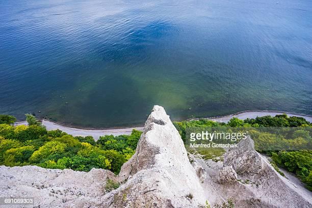 view down the chalk cliff on rügen island - 炭酸石灰 ストックフォトと画像