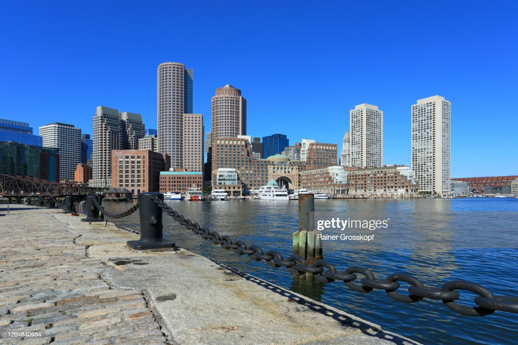 View fom Fan Pier across the water at the skyscrapers of Boston Harbor : Stock-Foto