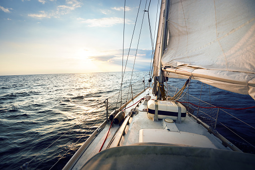 View from a sailboat, tilted by the wind 942755426