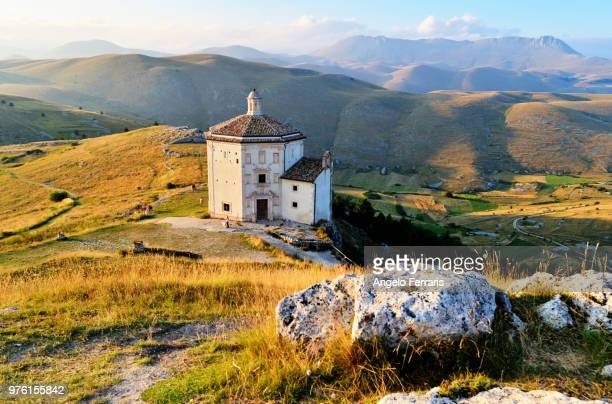 view from above church, abruzzi, apennine, italy - アブルッツォ州 ストックフォトと画像