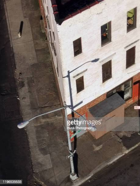 view from above of corner building in brooklyn, new york city - taking a corner stock pictures, royalty-free photos & images